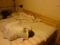 Apa! Már 5 óra van, ideje felkelni!