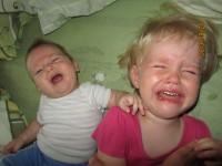 Sírunk, hogy nyerhessünk...de csak azért ám! :-) A képen Vanda és Bálint és a kétségbeesett anyuka fotózik.
