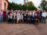 ebben a napban minden benne volt :) titoktartásból jelesre vizsgáztak :)meglepi 50. szülinap+egyházi esküvő 29 év után kb 50 fő rokon :)