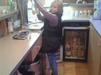 Olyan sok volt a munka, hogy a gyereknek is be kellett állni...:)
