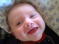 Matykó első mosolya:-)