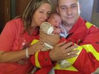Saját gyermeke születéshez riasztották a mentősofőrt.