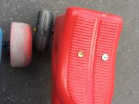 Kismotorokra ragasztott rajzszöggel üzentek a ferencvárosi magánbölcsődének