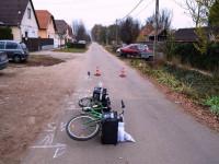 B. Ferencné felborította és megtépte a biciklis postásnőt