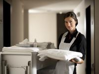 Mit talál egy szobalány takarításnál?