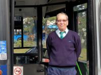 Lufikkal, táblákkal díszített búcsúbusszal ünnepelte nyugdíjba vonulását egy BKV-sofőr.