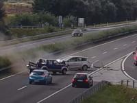 Egészen döbbenetes baleset történt a nemrég elkészült M25-ös és M3-as autópálya csomópontjában pénteken.
